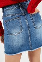 Missguided - Pearl flower detail denim mini skirt