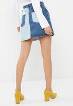 Missguided - Contrast panel mini denim skirt
