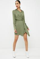 Missguided - Asymmetric knot front shirt dress - khaki