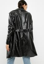 Missguided - Vinyl trench coat