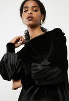 dailyfriday - Longsleeve velvet sweat dress