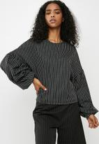dailyfriday - Balloon sleeve top