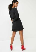 Missguided - Georgette plunge frill detail tea dress - black