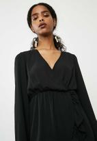 Missguided - Georgette plunge frill detail tea dress - black