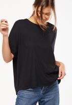 Cotton On - Shilah oversized roll sleeve tee - black