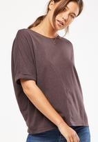 Cotton On - Shilah oversized roll sleeve tee - brown