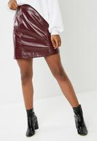 Vero Moda - Shine short zip up skirt - burgundy