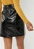 Vero Moda - Shine short zip up skirt - black