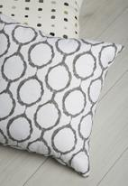 Grey Gardens - Rings cushion cover
