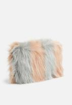 Missguided - Pink fluffy clutch bag