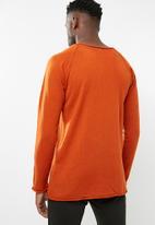 basicthread - Raw edge scoop neck knit