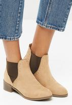 New Look - Beat studded Chelsea boot - beige