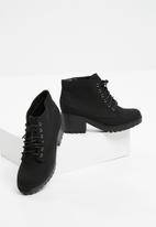 New Look - Dizzy lace-up boot - black