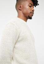 basicthread - Drop- shoulder fisherman knit