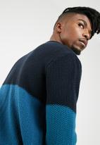 basicthread - Blocked pullover