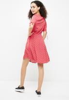 New Look - Esta scallop v-neck tea dress