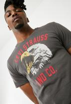 Levi's® - Graphic set in neck tee