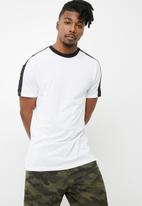 New Look - Ringer side stripe tee