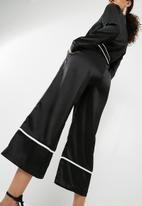 Missguided - Pyjama contrast culotte jumpsuit - black & white