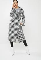 Missguided - Gingham trench coat - black & white