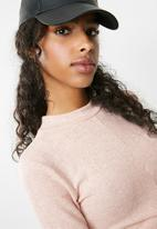 Missguided - Long sleeve twist hem high neck crop top - pink