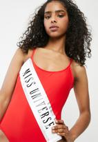 Missguided - Miss universe slogan swimsuit - red