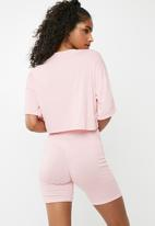 Missguided - Oversized slogan print cycling short pyjama set - pink