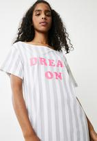 Missguided - Dream on slogan night tee - white