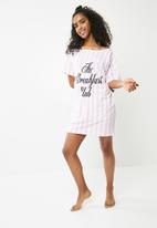 Missguided - The breakfast club night tee - pink