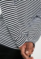 basicthread - Stripe tee - black