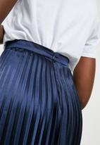 ONLY - Satin plisse skirt - navy