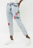 ONLY - Tonni low boyfriend embroidered jeans - blue