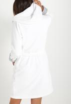 Cotton On - Luxe plush gown - white