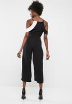 Missguided - Cold shoulder ruffle culotte jumpsuit - black
