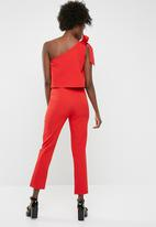 Missguided - One shoulder bow jumpsuit - red