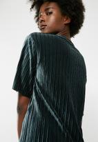Jacqueline de Yong - Nina short sleeve pleated top - green