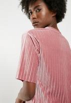 Jacqueline de Yong - Nina short sleeve pleated top - pink