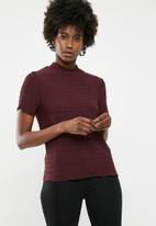 Jacqueline de Yong - Joan short sleeve highneck top - burgundy