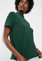 Jacqueline de Yong - Joan short sleeve  highneck top - green