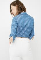 Missguided - Striped tie front shirt - blue & white