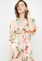 Missguided - Tropical print satin tie front top - multi
