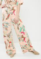 Missguided - Satin tropical print wide leg trousers - multi