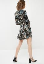 Missguided - Floral lace trim tea dress - multi