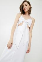Missguided - Tie front button down strappy midi dress - white