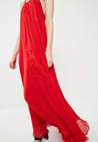 ada6ee6af22 Pleated strappy maxi dress - flame red Missguided Casual ...