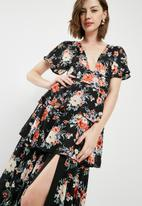 Missguided - Floral plunge neck tiered frill maxi dress - multi