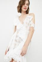 Missguided - Asymmetric grid frill tie waist shift dress - white