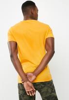 Superbalist - Crew neck tee - yellow