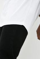 Superbalist - Curved hem tee - white