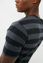 basicthread - Striped graphic crew neck tee - black & grey